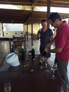 Conrad Grah de The Wine Wankers catando en Bermejos