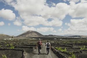 A pie por los senderos del vino de Lanzarote