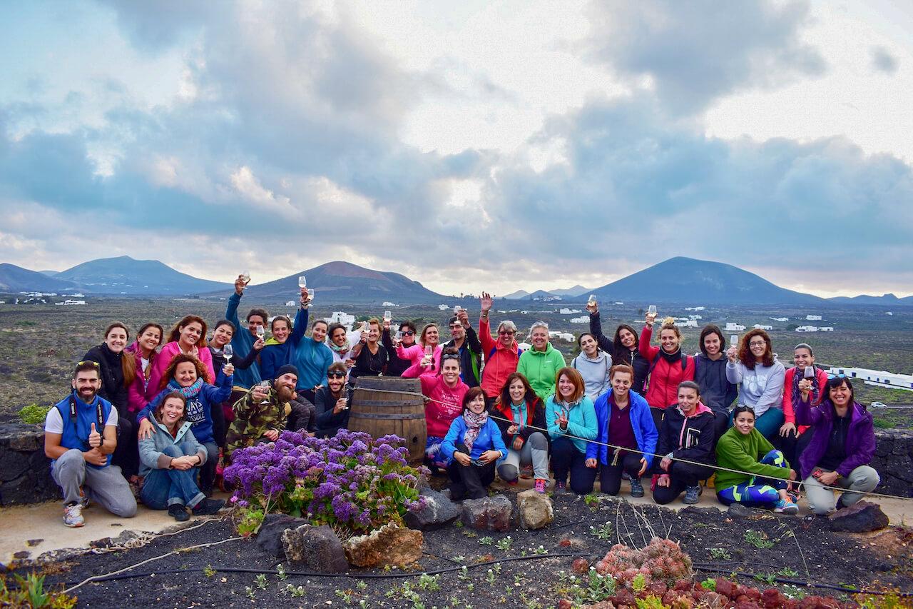 Senderismo por La Geria Lanzarote enoturismo con visita a Bodega Vega de Yuco