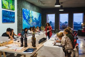 Taller enoartístico pintar con vino Rufina Santana Semana Malvasía de Lanzarote 2019